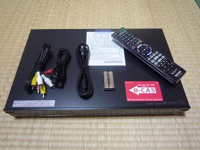 AQUOSとSONYのブルーレイの組み合わせは問題ナシ:BDZ-AT700の同梱物は本体、リモコン、リモコン用電池、B-CASカード、電源ケーブル、映像音声ケーブル、アンテナケーブル、マニュアル等印刷物です。