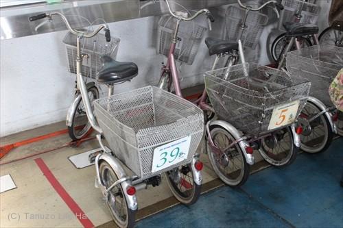 ANA格納庫内三輪車