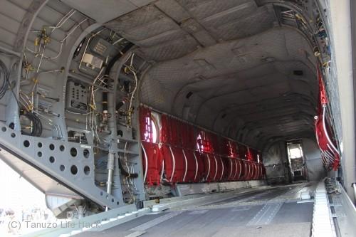 2014入間基地航空祭:UH-47J荷室