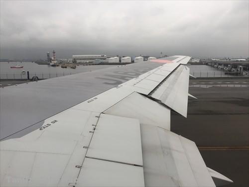 B767-300-34K 羽田空港D滑走路に向かう