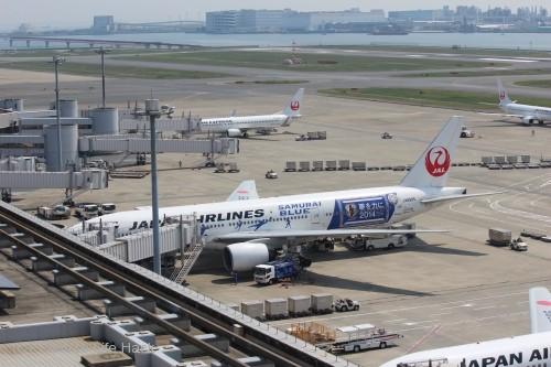 羽田空港第1ターミナル撮影_JAL特別塗装機