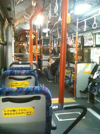 深夜バスの中