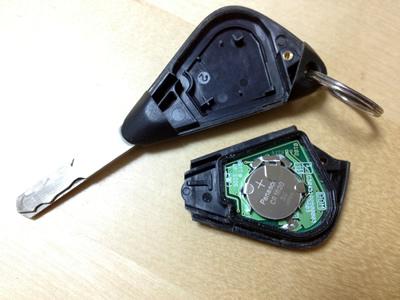 車のキーレスエントリーが効かなくなったら電池交換