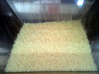 無洗米の無人精米所:精米されたお米