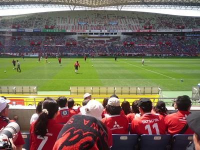 埼玉スタジアムでレッズ戦を観に行った:席はR指定席でした。ピッチから近い!