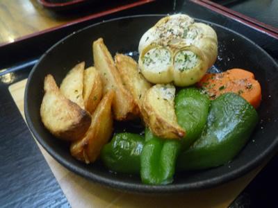 田子町ガーリックセンターのギルロイカフェでニンニク三昧:ほっくり丸焼きニンニク